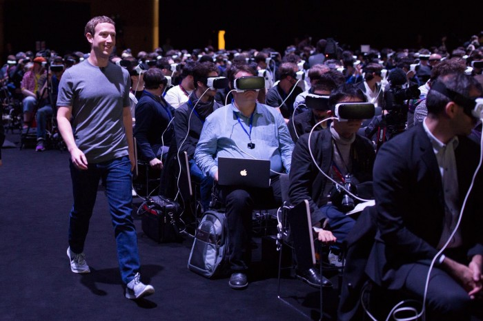 Marc Zuckerberg Mobile World Congress masque réalité virtuelle allégorie orwellienne