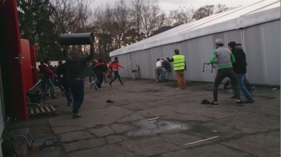 Rixe centre accueil migrants Leopoldsburg Belgique Syrienne voile