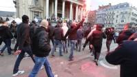 Bruxelles : des hooligans lors de l'hommage place de la Bourse.