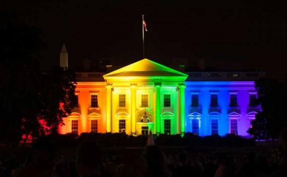 toilettes publiques LGBT Caroline Nord couper fonds Administration Obama