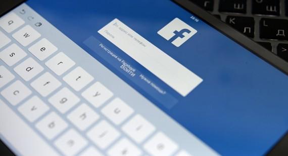 Facebook employés pencher gauche flux informations membres
