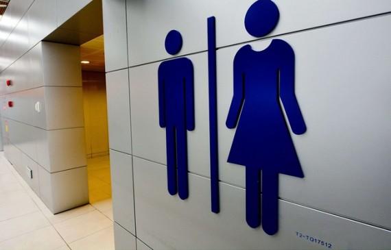 Guerre toilettes idéologie genre poursuites Etats administration Obama