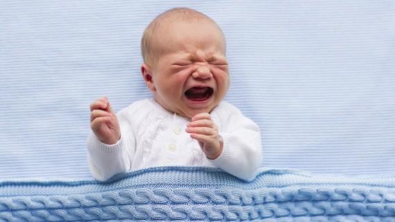 Laissez bébé pleurer heure coucher