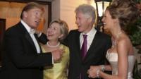 Lors de leur réception de mariage à Palm Beach le 22 janvier 2005, Donald et Melania Trump recevaient tout sourire Hillary et Bill Clinton. Blanc bonnet et bonnet blanc.
