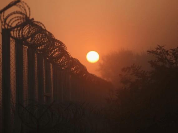 barrière sud Hongrie ralenti flux migrants