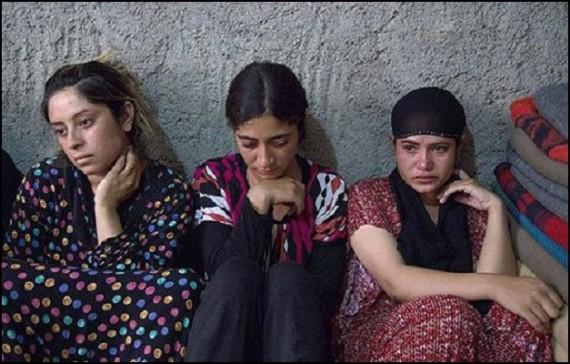 19 jeunes filles yezidis brulees vives cages mossoul
