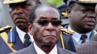 Robert Mugabe lâché par les anciens combattants, ses soutiens traditionnels