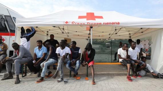 Italie renvoyer 20000 migrants centres accueil
