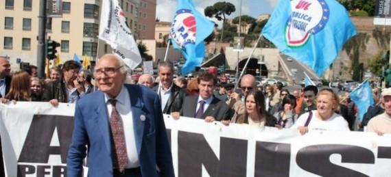 Conférence évêques Italie soutient manifestation Parti radical antichrétien