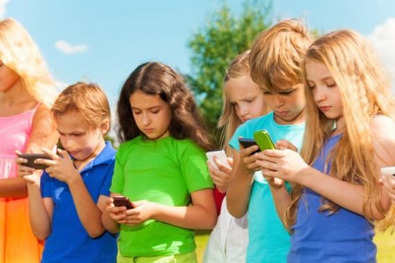 smartphones pornographie enfants adolescents réseaux sociaux suicide exploitation sexuelle