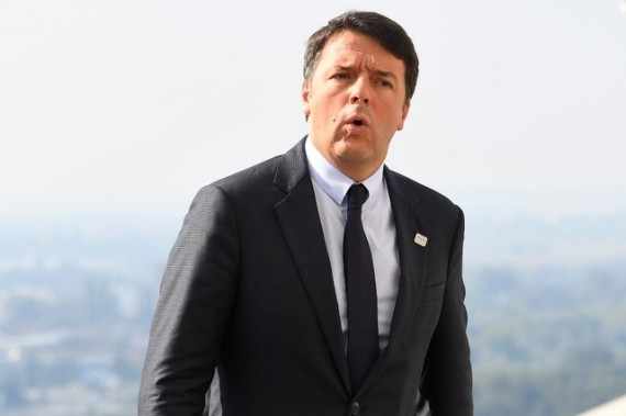 Matteo Renzi menace opposer veto budget européen UE refuse migrants