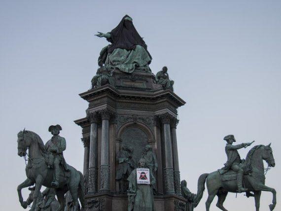 identitaires autrichiens voilent impératrice Marie Thérèse photo