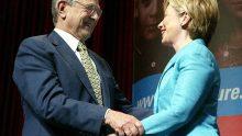 A gauche, l'avocat de l'équipe Clinton, Marc Elias, financé par George Soros