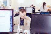 Travailler dans un environnement bruyant comme un café est plus productif que de travailler au bureau…