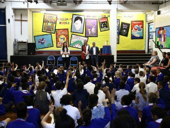 hausse enfants primaire exclus racisme Royaume Uni