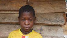 Petite fille Baka torturée en 2016 à l'âge de 10 ans par une escouade anti-braconnage WWF au Cameroun