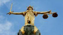 Au Royaume-Uni, une magistrate qui refuse de statuer sur une affaire familiale homosexuelle se voit révoquée