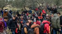 Des migrants, le 29 janvier 2016 à Canakkale, en Turquie, espèrent atteindre l'île grecque de Lesbos.
