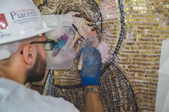 La restauration de l'église de la Nativité à Bethléem révèle une mosaïque du temps des croisades