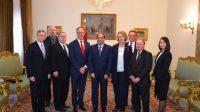 Abdel Fattah El-Sisi suite à une réunion samedi avec une délégation parlementaire canadienne au Caire