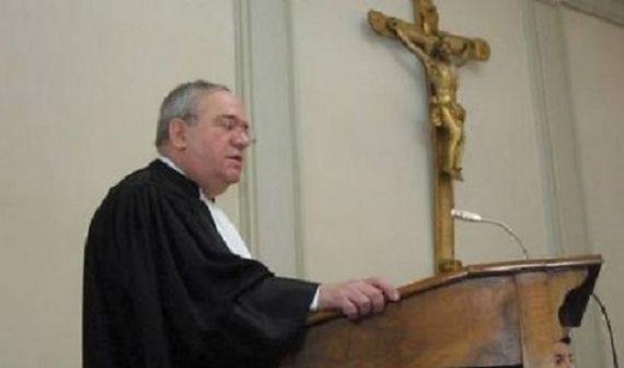 Laïcité Autriche bannit niqab maintient crucifix tribunaux