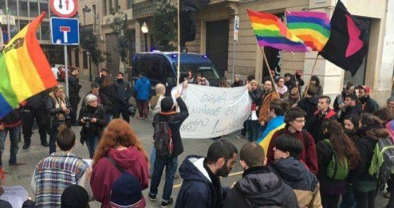 Philippe Ariño homosexuel chasteté harcelé LGBT Barcelone