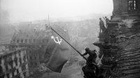 Soldats de l'Armée rouge sur le Reichstag en 1945