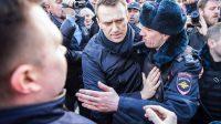Après avoir publié une vidéo sur Medvedev, Navalny a appelé à manifester contre la corruption et a été arrêté dimanche 26 mars 2017.