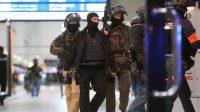 Des policiers interviennent en gare de Düsseldorf après une attaque à la hache, le 9 mars 2017.
