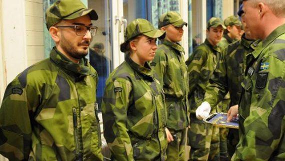 Suède service militaire hommes femmes