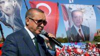 Le président turc Erdogan au cours d'un meeting électoral, le 2 avril 2017 à Ankara.