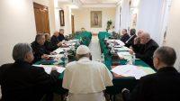 La réunion du C9 autour du Pape François, ici en février 2017.