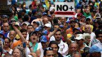 Coups de force, pénuries et dictature: au Venezuelala colère contre Maduro s'étend au «petit peuple»