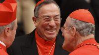 Le cardinal Óscar Rodríguez Maradiaga (au centre)