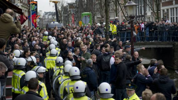 Discrimination positive annonce police Amsterdam colère forces ordre