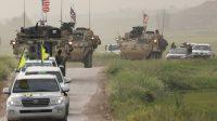 Des milices kurdes et des véhicules américains près de la frontièreturco-syrienne.