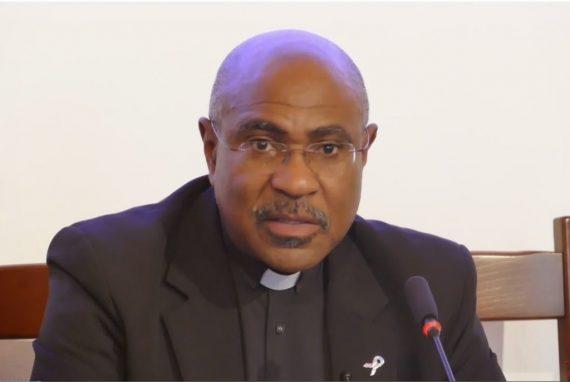 Père Linus Clovis contre Eglise François