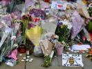 Des fleurs, des messsages, des bougies en mémoire aux victimes de l'attentat, le 24 mai 2017 à Manchester.