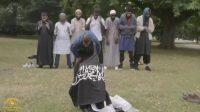 Drapeau islamiste déployé sur le gazon britannique en 2016 en présence de Khuram Butt (reportage de Channel 4)