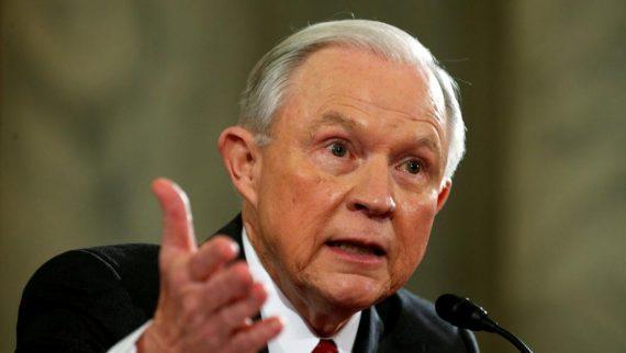 Jeff Sessions Audition Sénat Russes Etats Unis ridiculise entente Clinton