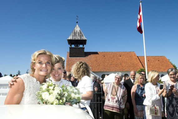 Menace Eglise catholique Danemark nombre couples gays religieusement mariés