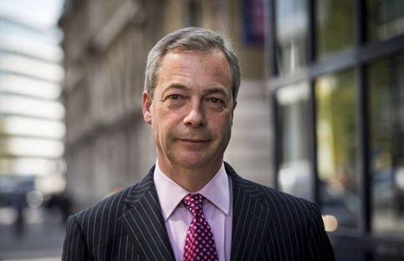 Nigel Farage trahison Brexit contrôle migratoire