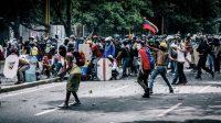 Combat entre l'opposition au président Maduro et les forces de l'ordre.
