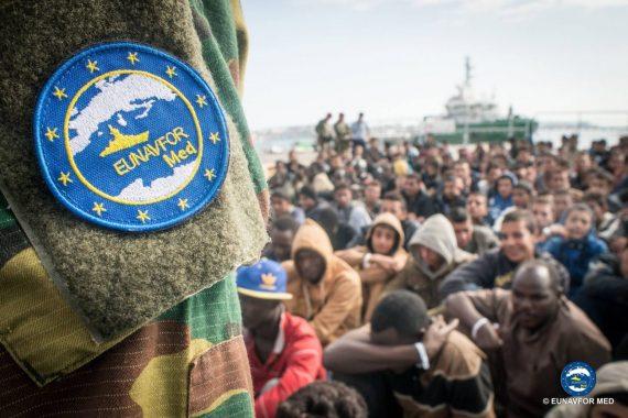 opération EUNAFVOR Med Sophia Méditerranée passeurs