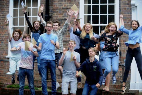 A level baccalauréat britannique garçons filles