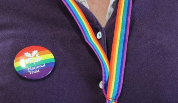 National Trust LGBT Royaume Uni badges arc ciel
