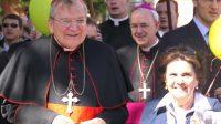 Le cardinal Raymond Burke lors de la Marche  pour la vie à Rome en  mai 2017.