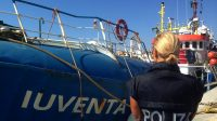 Mercredi 2 août, la police italienne a arrêté le bateau de l'ONG allemande Jugend Rettet, «la Iuventa». L'organisation est soupçonnée d'avoir favorisé l'immigration illégale depuis la Libye.