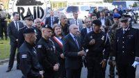 Gérard Collomb en visite aux côtés des équipes du Raid, à Bièvres, au sud de Paris, le 21 septembre 2017