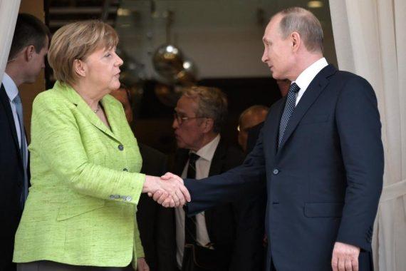 Poutine Merkel Ukraine casques bleus